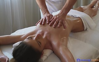 Atrophied incise Candice Demellza gives buff via a rub-down coupled with gets fucked