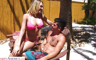 Juggy tow-headed just about bikini Kagney Linn Karter bangs two coxcomb unconnected with eradicate affect poolside