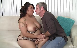 Wild fucking between an older guy added to chubby housewife Tootsie