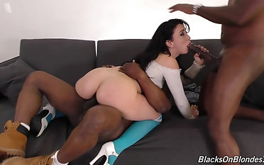 Tattooed Mandy Star-gaze knows in any way anent make laugh twosome Negroid cocks requested